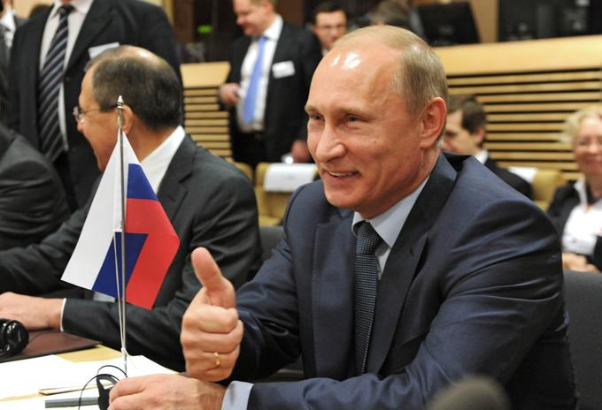 Fotos raras e inéditas de Vladimir Putin O presidente Vladimir Putin comemora em 7 de outubro seu 63º aniversário. Nesta vez,  festejando, Putin jogou hóquei com lendas do esporte e altos funcionários do seu governo sobre o gelo do Estádio Olímpico de Sochi, no sul da Rússia.Esbanjando vigor físico aos 63 anos de idade, o chefe de Estado da Rússia, marcou 7 vezes. Fotodom.ru/Rex Features