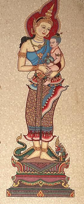 Nossa Senhora defensora é única e deferente Nossa Senhora é única para todos os habitantes da terra, independentemente da sua raça ou cor.Veja as suas imagens em várias culturas. Eotos:©Правда.Ру