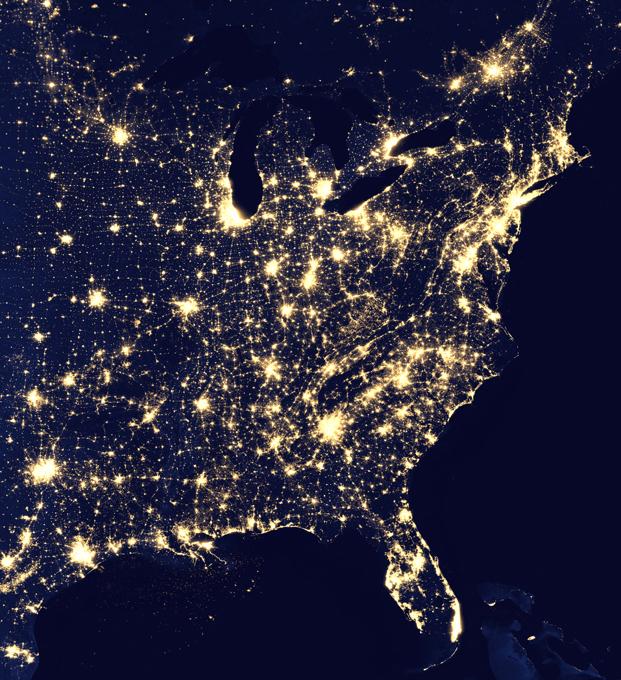 O planeta que nunca dorme A Nasa divulgou imagens mostrando o planeta à noite, como uma  bola de gude preta .As imagens são feitas pelo satélite Suomi NPP da Nasa. Utiliza uma  banda dia-noite  e técnicas de filtragem para observar luzes mais fracas; Fotos Nasa.