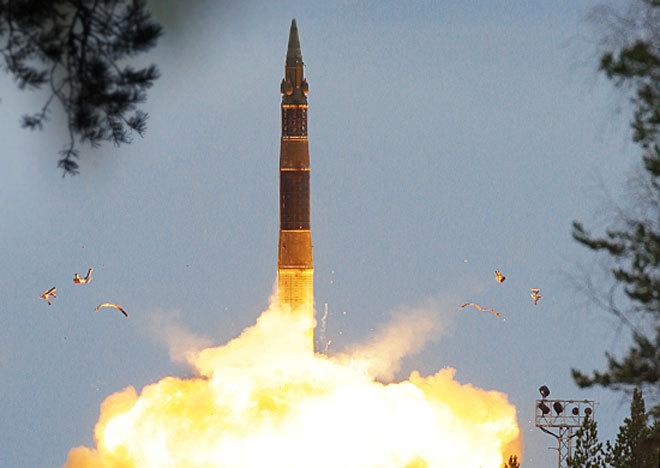 Teste do míssil balístico  Topol-12 M A Rússia realizou  um teste de lançamento de um míssil balístico intercontinental de última geração do tipo RS-12M Topol,  na área especial perdo da cidade  Astrakhan. Os mísseis Topol, que entraram em serviço das Forças Estratégicas de Mísseis da União Soviética em 1988, têm três períodos, funcionam com combustível sólido e podem abater alvos a distâncias de até 10 mil quilômetros.Fotos  Pravda.Ru
