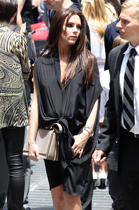 Victoria Beckham - a mãe dos quatro filhos Victoria Beckham levou a filha, Harper Seven, de 10 meses, para fazer compras em um shopping de Los Angeles, nos Estados Unidos. Fotos Splash/All Over