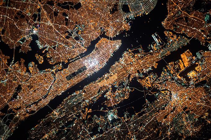 Astronauta Scott Kelly voltou à Terra com fotos Da Estação Espacial Internacional, Scott Kelly que passou no espaço 340 dias, faz imagens fantásticas da Terra. Veja algumas dessas fotografias. ©REX