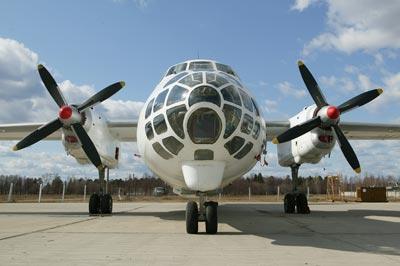 An-30 Antonov An-30 (NATO: Clank), é um desenvolvimento doAn-24 e Antonov An-26 equipado para cartografiaFotos: Vadim Savitsky, Pravda.ruWikipedia