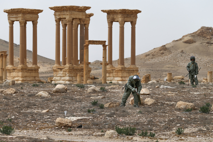 Especialistas russos desminam Palmira