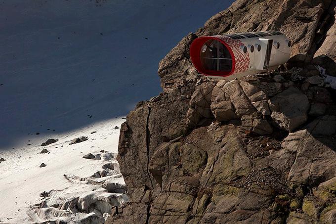 O hotel mais perigoso do Mundo inaugurado nos Alpes O hotel é capaz de dar abrigo a 12 alpinistas, que estabeleceram a meta de conquistar Mont Blanc.