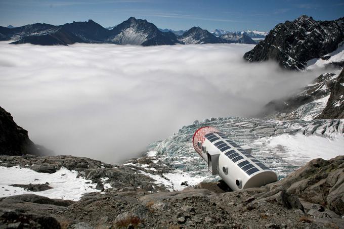 O hotel mais perigoso do Mundo inaugurado nos Alpes O hotel mais perigoso do mundo, projetado para os escaladores, começou a aceitar os seus primeiros hóspedes nos Alpes italianos.