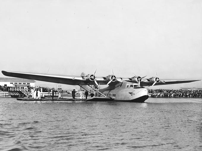 Boeing completa 100 anos Boeing desenvolveu um grande hidroavião, na verdade um dos maiores aviões da sua época, o Boeing Model 314. Em 21 de julho de 1936, a Pan Am assinou um contrato de seis desses hidroaviões.©Splash/All Over