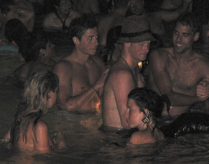 """Príncipe Harry : feriado real em Las Vegas Príncipe Harry pode ter mais problemas por causa da festa em Las Vegas, nos EUA. O """"Radar online"""" divulgou que na comemoração na suíte Wynn Hotel and Casino havia drogas, segundo informações de uma pessoa que participou da festinha.Fotos Splash/All Over"""