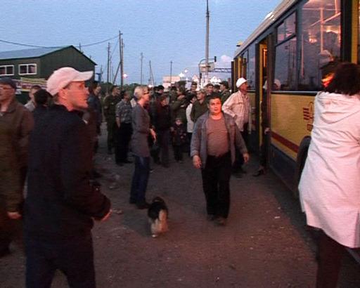 Arsenal gigantesco explode na Rússia Pelo menos 55 pessoas ficaram feridas pelos incêndios e explosões, que começou na noite de quinta-feira no depósito da República da Udmurtia, cerca de 900 km (550 milhas) ao leste de Moscou. Fotos RIA-Novosti;