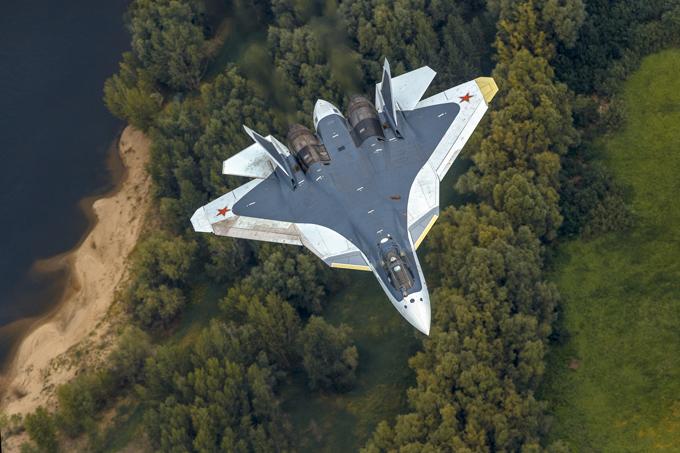 Os mais famosos aviões russos O Sukhoi T-50, o caça de 5ª geração da Rússia está previsto para entrar em operação em 2017. O atual caça multifunção está em regime de testes e conta com 6 protótipos, 4 já disponíveis para voos e mais 2 que estão previstos para começar a voar no final de 2015.Además de su capacidad de volar a velocidades muy altas, T-50 cuenta con otros factores aún más importantes:la invisibilidad a radares, poseer armas de gran alcance y es de gran maniobrabilidad.El PAK-FA, un avión de combate bimotor de diseño monoplaza, se considera el primer avión operativo en servicio ruso que utiliza la tecnología sigilo, diseñado para las funciones de superioridad aérea y de ataque a tierra.Fotos Vadim Savitsky, Pravda.Ru.