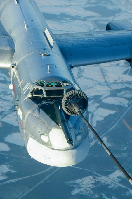 Tupolev Tu-95  vão voar até Golfo do México Rússia anunciou que planeja enviar bombardeiros de longo alcance Tupolev -95 em patrulhas aéreas sobre as águas norte-americanos, incluindo o Golfo do México.  Mas o Pentágono minimizou a missão de Moscou como treinamento de rotina em espaço aéreo internacional.   O anúncio feito pelo ministro da Defesa russo, Sergei Shoigu veio poucos dias depois da OTAN ter destacado algumas incursões russos no espaço aéreo europeu, incluindo formações mais complexas de aeronaves voando rotas  provocativas . Fotos Pravda.Ru.
