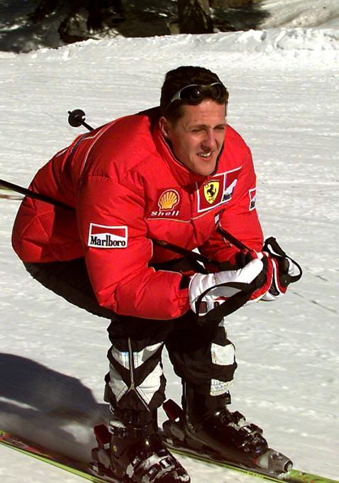 Primeiro carro de Schumacher  leiloado O carro amarelo brilhante que lançou a carreira de Michael Schumacher ficou   leiloado.Ele herdou o carro a partir de  três vezes campeão mundial, o brasileiro Nelson Piquet.  O carro foi vendido em um leilão em Londres, em 30 de novembro de 2014. Todas as fotos:  Splash / All Over Press