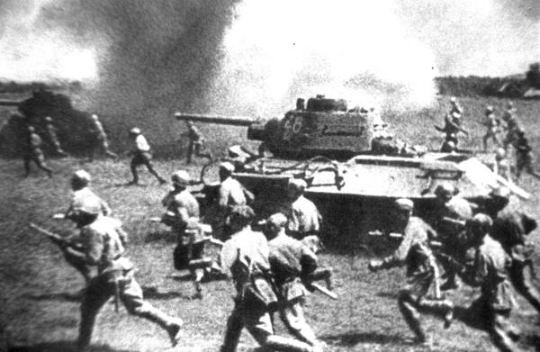 Setentenário do famoso tanque T-34 Há 70 anos começou a produção em massa dos famosos tanques T-34. Em 14 de setembro de 1942 a fabrica  Uralmash  mandou para a guerra mais de 250 tanques. Foi reconhecido como o melhor tanque da Segunda Guerra Mundial. Fotorepotagem Itar-Tass.