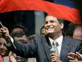 Esquerdista Correa vence nas presidenciais em Equador