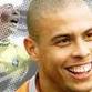 Atacante brasileiro Ronaldo anda sem muletas após cirurgia