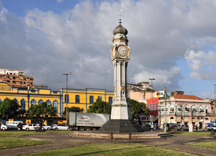 As praças brasileiras e os heróis inventados