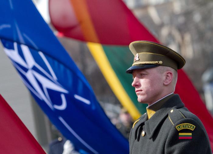 A Rússia não pretende conduzir um diálogo com a OTAN em tons meio histéricos