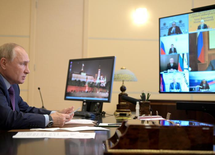 """O plano de Putin ajudará a lidar com """"confusão e histeria"""" na Europa"""
