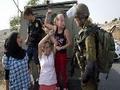 De punho em riste: quem é a garota que desafiou a ocupação israelense?