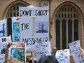 Assange Prestou um Grande Serviço Público: Entrevista com Peter Tatchell
