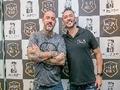 Henrique Fogaça, Mauricio Meirelles e outros humoristas prestigiam evento em barbearia de SP