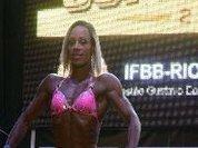 Ex-viciada em drogas, Janaina Lomeu fatura campeonato de fisiculturismo