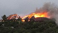 A actriz Kate Winslet salvou do incêndio a Eve Branson, mãe de Richard Branson, da do casa do milionário na ilha Necker, nas Ilhas Virgens britânicas. O desastre foi provocado por uma tempestade tropical.