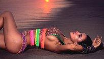 A namorada de Cristiano Ronaldo protagonizou uma sessão fotográfica sensual para a colombiana  Agua Bendita . A nova coleção já pode ser espreitada na página oficial da marca, assim como algumas imagens de bastidores desta sessão fotográfica sensual. Fotos Splash/All Over