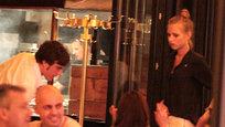 """O piloto da Ferrari e bicampeão do mundo na Fórmula 1 , Fernando Alonso namora a modelo russa Dasha Kapustina de 22 anos. Foram flagrados juntos em aeroporto de Madrid. """"Não fazia ideia de quem ele era quando o encontrei pela primeira vez"""", confessou Dasha. A revelação foi feita em entrevista para a revista Vanity Fair do mês de novembro, que trará ensaio da modelo. Fotos Splash/All Over."""