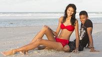 Elisany da Cruz Silva aos 17 anos de idade, que entrou no Giunnes como uma adolescente mais alta do mundo com os seus 2,06 metros de altura aos 14 anos de idade,está encontrando a felicidade ao lado do seu primeiro namorado, conforme noticiou o site do jornal The Sun. Fotos Splash/All Over.