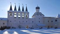 Na cidade de Tikhvin está localizado o Mosteiro da Assunção da Santíssima Virgem Maria - casa de um dos particularmente venerados ícones ortodoxos - ícone milagroso de Nossa Senhoa de Tikhvin- uma defensora das fronteiras do noroeste da Rússia.Fotos Itar-Tass.