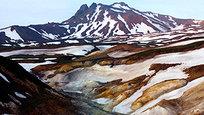 A Vale dos Gêiseres, na península de Kamchatka, no Extremo Oriente da Rússia. Este é o único local no planeta, em que numa pequena área de sete quilómetros quadrados são representados todos os tipos de fontes de águas termais. Fotos Splash/All Over Press