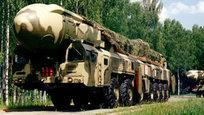 A Rússia realizou  um teste de lançamento de um míssil balístico intercontinental de última geração do tipo RS-12M Topol,  na área especial perdo da cidade  Astrakhan. Os mísseis Topol, que entraram em serviço das Forças Estratégicas de Mísseis da União Soviética em 1988, têm três períodos, funcionam com combustível sólido e podem abater alvos a distâncias de até 10 mil quilômetros.Fotos  Pravda.Ru