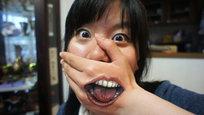 Choo San é uma jovem garota que estuda Universidade de Arte Musashino, em Tóquio e tem chamado a atenção do mundo todo devido às suas pinturas corporais tridimensionais pra lá de excêntricas. Foto Fotodom.ru/Rex Features