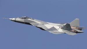 O comandante da Força Aérea russa, General Viktor Bondarev, afirmou nesta quinta-feira (28) que a Rússia comprará todos os caças de quinta geração T-50 PAK-FA que a Sukhoi possa produzir em 2017. Os testes do jato estão em pleno andamento, e a aeronave apresenta excelente desempenho, sendo esperado que supere todos os rivais, segundo o militar,  informa a agência  Sputnik. PAK-FA, projetado pelo fabricante de aviões Sukhoi, irá tornar-se o primeiro avião operacional exclusivo da Força Aérea da Rússia e vai incorporar sistemas aviônicos avançados e sistemas de voo totalmente digitais.  Todas Fotos Pravda. Ru