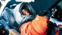 Em 16 de junho de 1963, a russa Valentina Tereshkova, aos 26 anos de idade, completou 48 órbitas ao redor da terra em 71 horas de voo.Após grande sucesso, outras 58 mulheres também fizeram o mesmo feito.Valentina Tereshkova, agora com 78 anos, ainda sonha com o espaço.  Ainda tenho sonhos sobre aquela viagem , confessou a cosmonauta durante uma entrevista na delegação da ONU, em Viena, há cerca de dois anos. Fotos: Fotodom.ru/TopFoto