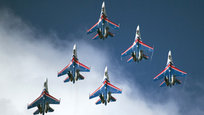 A exposição  MAKS na cidade de Jukovski, na região de Moscou, pretende mostrar os avanços atuais na aviação militar e civil, bem como os desenvolvimentos aeronáuticos futuros. Fotos Fotodom.ru/Rex Features