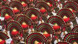 Dia 23 de janeiro Índia celebra o Dia da República com desfile militar colorida.Os indianos lembram a entrada em vigor de sua Constituição de 1950. foi possível ver as forças de segurança das fronteiras (BSF) montadas em camelos, os cães usados em Caxemira para detectar explosivos, e uma série de tanques carregados de flores, em representação das diferentes culturas da Federação Indiana. Fotos AP.
