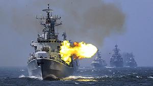 Сhina e Rússia iniciaram grandes manobras militares  Сooperação marítima - 2016 . As tropas russas e chinesas devem aprender a reagir a eventuais ataques provocativos com mísseis, anunciaram os Ministérios da Defesa de ambos os países, o que exigiu que tais exercícios não fossem dirigidos contra qualquer terceiro país. No entanto, Washington tem entendido a mensagem. Moscow e Pequim mostram as suas capacidades para dissuadir os EUA de implantar seu sistema de defesa antimísseis na Península Coreana.  Os dois países têm se manifestado claramente contra a implantação do sistema chamado THAAD  que visa abater mísseis nucleares russos e chineses num golpe de resposta. Fotos AP.