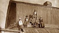 Na noite de 16 para 17 de julho de 1918,  o último imperador russo da Dinastia Romanov, Nikolai II com sua família: esposa Aleksandra, as filhas Maria, Olga, Tatiana e Anastassia, e o filho Aleksêi,juntamente com o médico da corte Evguêni Bôtkin, a governanta Anna Demidova, o lacaio Aloise Trupp e o cozinheiro Ivan Kharitonov, foram mortos pelos bolcheviques em Iekaterinburgo.