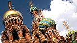 São Petersburgo é conhecida como uma das cidades mais bonitas da Europa e capital cultural da Rússia. Tem o Hermitage, um dos maiores museus de arte do mundo, com mais de 3 milhões de peças em acervo!Os visitantes ainda se encantam com a impressionante Catedral do Sangue Derramado, igreja ortodoxa transformada em museu devido seu grande valor arquitetônico e artístico.Numa cidade formada por rios e canais não podem faltar pontes mas as de São Petersburgo possuem também a função de embelezar ainda mais esta cidade já tão linda. Foto:Pravda.Ru
