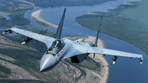 A China compra 24 aeronaves Su-35 e a primeira entrega foram de quatro jatos.O Su-85 pode lançar mísseis aéreos, a partir do ar para terra, tem a capacidade de levar a carga benéfica de 8 toneladas.O avião,equipado com tecnologia stealth (de invisibilidade),com um piloto pode garantir uma distância de 2500 quilômetros por hora.O alcance de uma aeronave como pode chegar a 3400 km sem reabastecimento aéreo.Os caças Su-35 permanecem em alerta permanente na base aérea de Hmeymim, na Síria.O sucesso dos caças russos Su-35 em operações antiterroristas na Síria está cada vez mais aumentando o interesse pela aeronave no mercado mundial de armamentos. Fotos Vadim Savitski Pravda.Ru